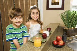kids-eating-breakfast-4291990